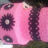 Pink & Black Daisies Pink buttercream, black fondant accents, white daisies, cornelli lace. used JEM cutter for black fondant border, used a decorating tip to...