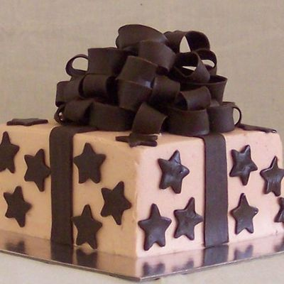 Gift & Bow Cake on Cake Central