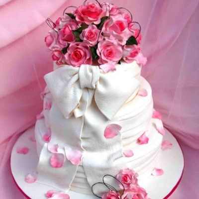 3 Tier Fondant Display Cake With Pink Roses