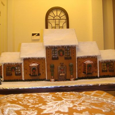 Gingerbread House (Front View)