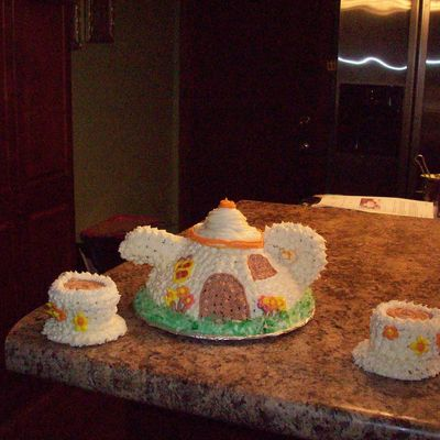 Tea Pot Cake With Cups