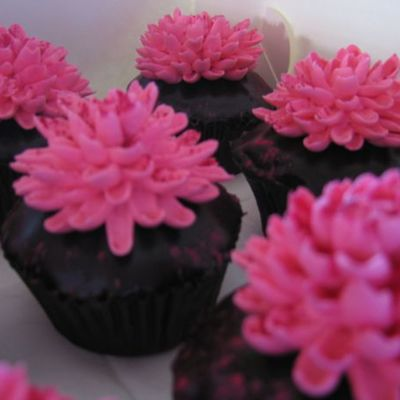 Vanilla Cupcakes With Hot Pink Flowers