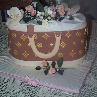 Tari's Birthday Purse on Cake Central