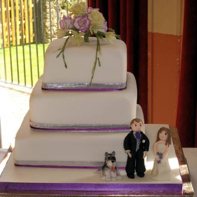 Bride & Groom Wedding Cake