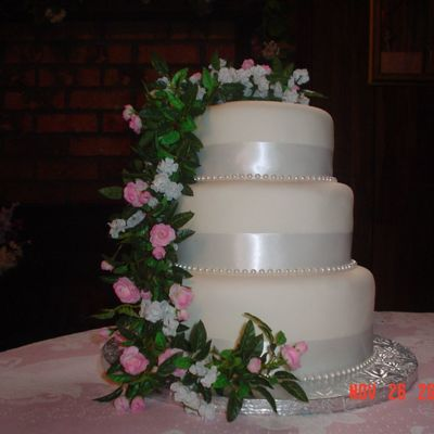 Round Wedding Cake - Mmf