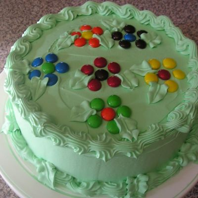 M and m Cake Decorating Photos
