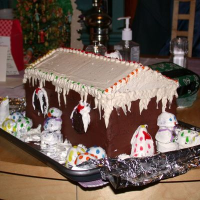 "Christmas ""gingerbread"" House Cake"