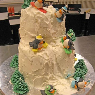 Snowboarding Penguins on Cake Central