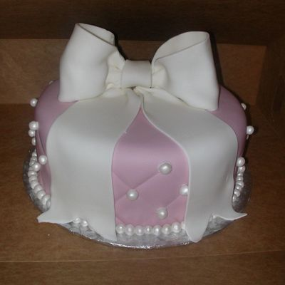 My First Fondant Bow on Cake Central
