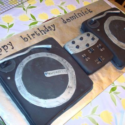 Dj Turntables Cake