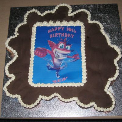Crash Bandicoot Cupcake Cake