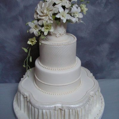Pleated Drapes/white Flowers on Cake Central