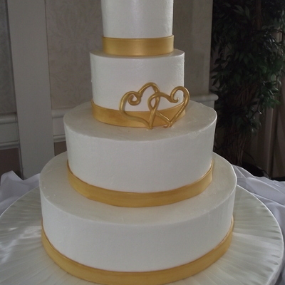 Round Buttercream Gold Hearts