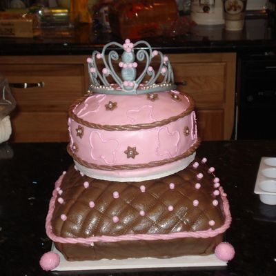 Pillow Cakes With Tiara