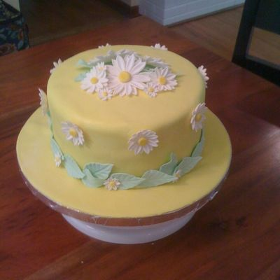 Full Of Daisies Cake