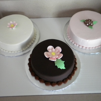 Mini Cakes For Wedding Cake Tasting