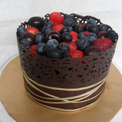 Chocolate Berry Wrap Cake