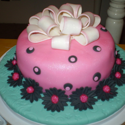 Pink Fondant Cake With Black Daisies