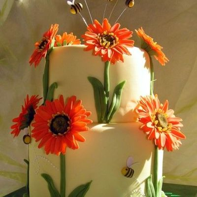 Gerber Daisy Cake With Bees