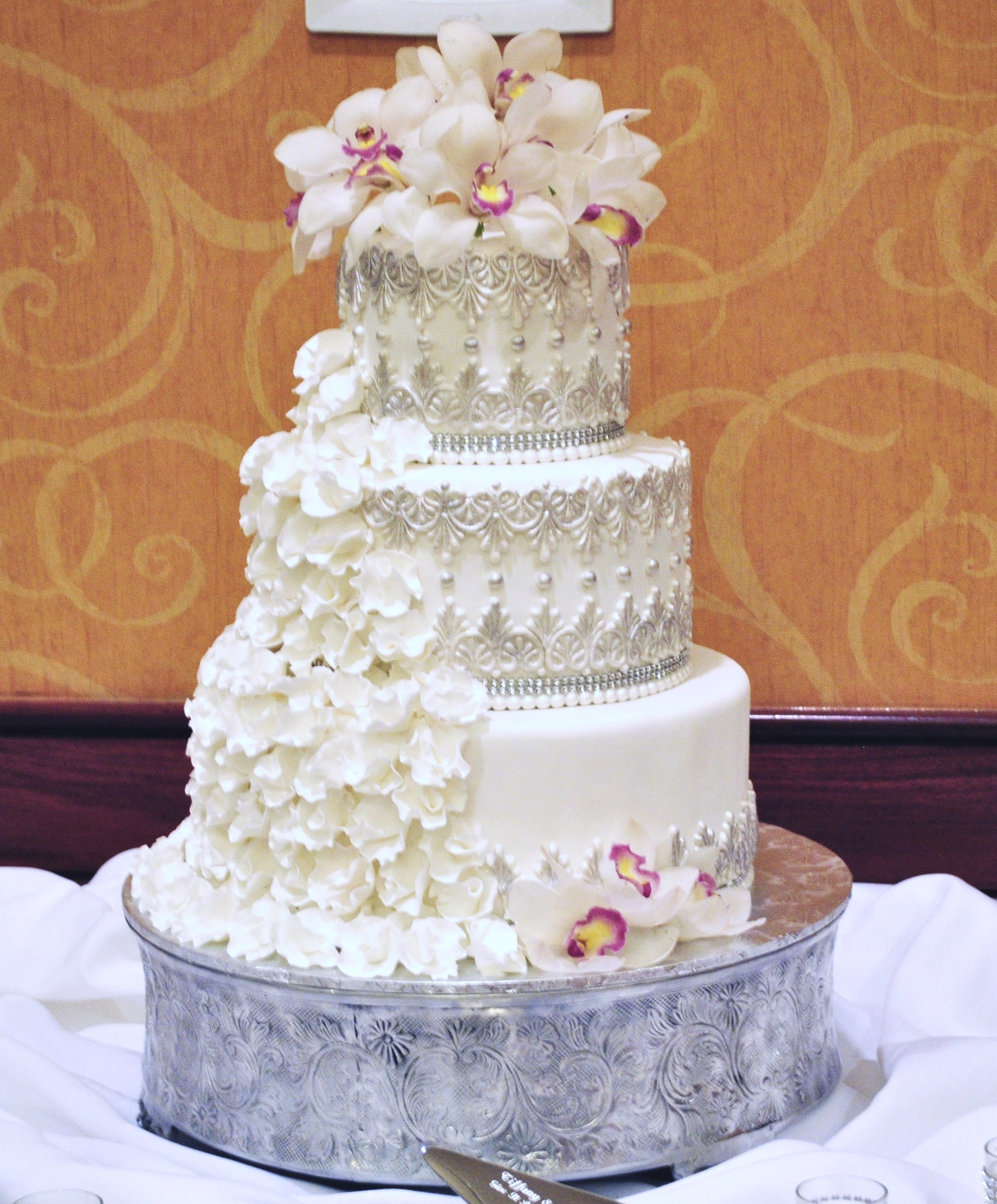 Gumpaste Flowers For Wedding Cakes: Extraordinary 5 Tier Wedding Cake With Fantasy Ruffled Gum