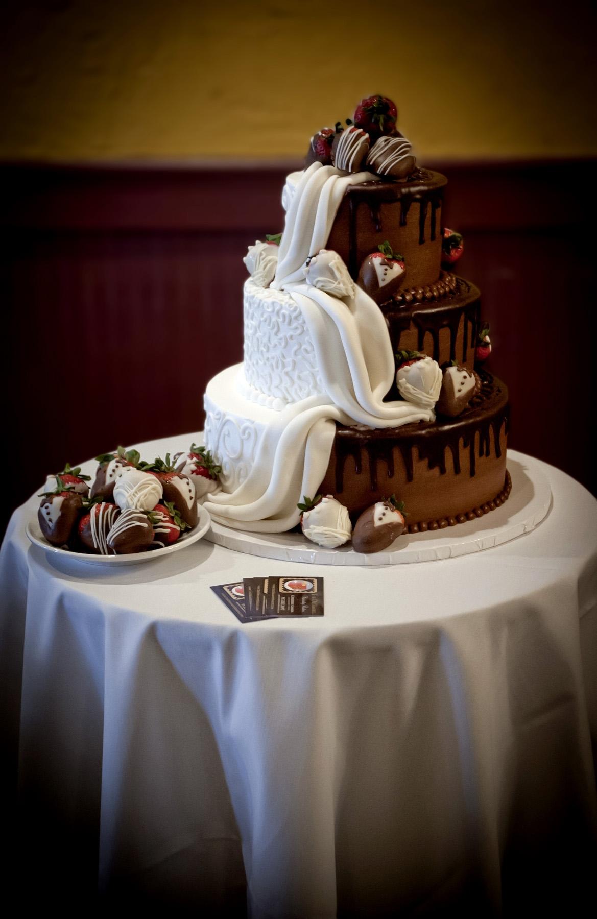 Tier Round Wedding Cake Covered In Ivory Fondant Ivory