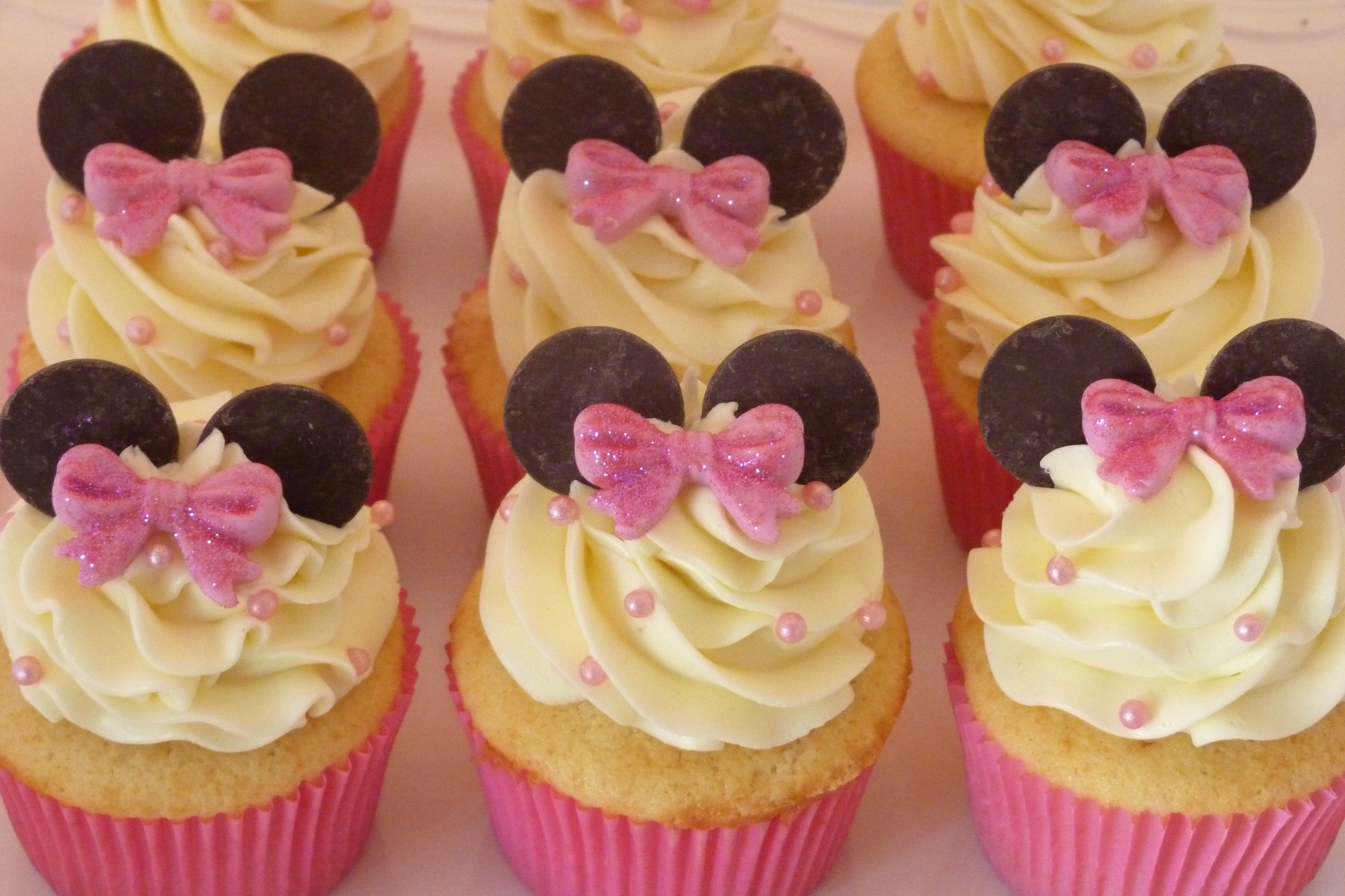 Minnie Mouse Cupcake For Childs Birthday Vanilla Cake With ...