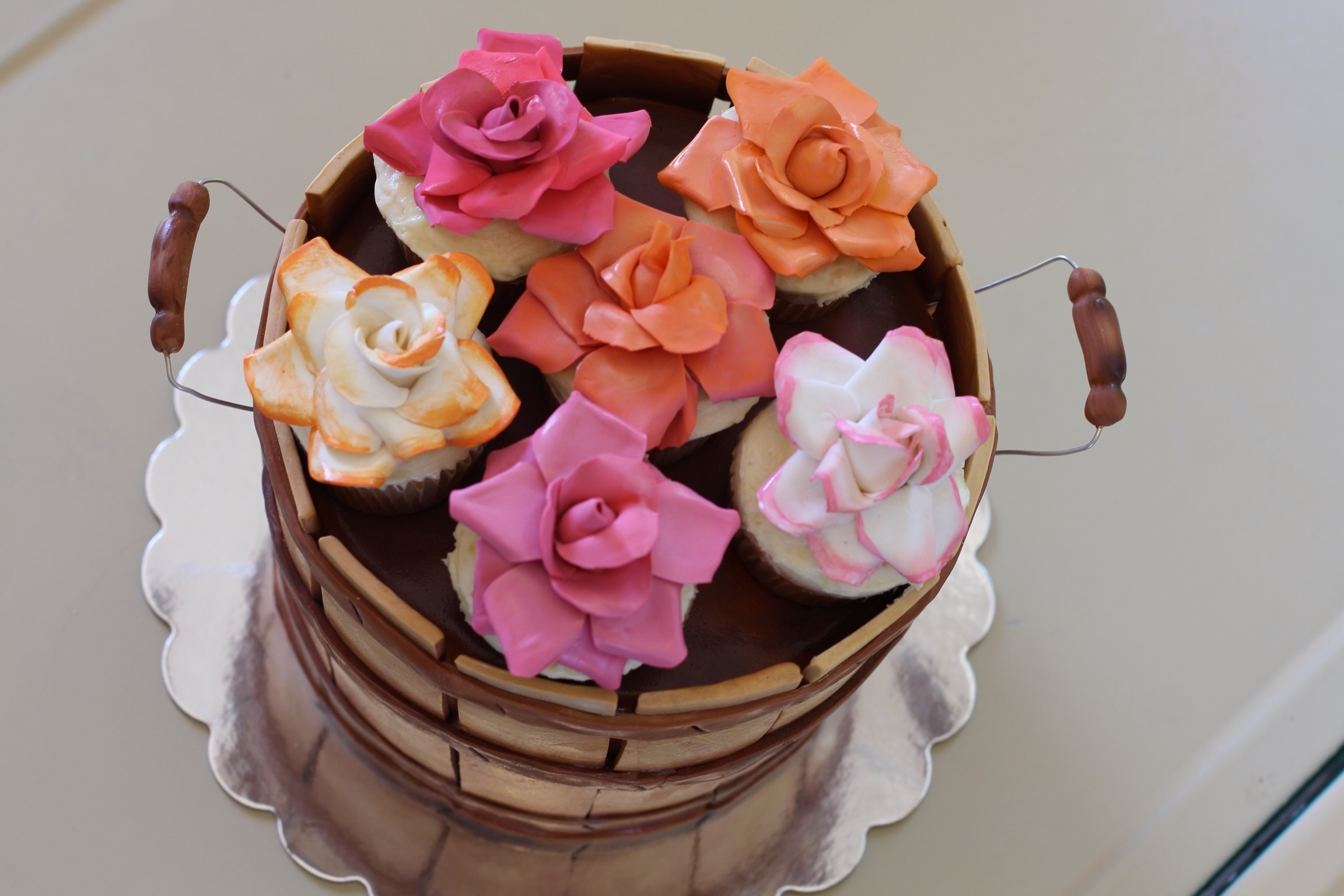Cake With Cupcakes On Top : Wooden Basket And Flower Cupcake Cake Modeling Chocolate ...