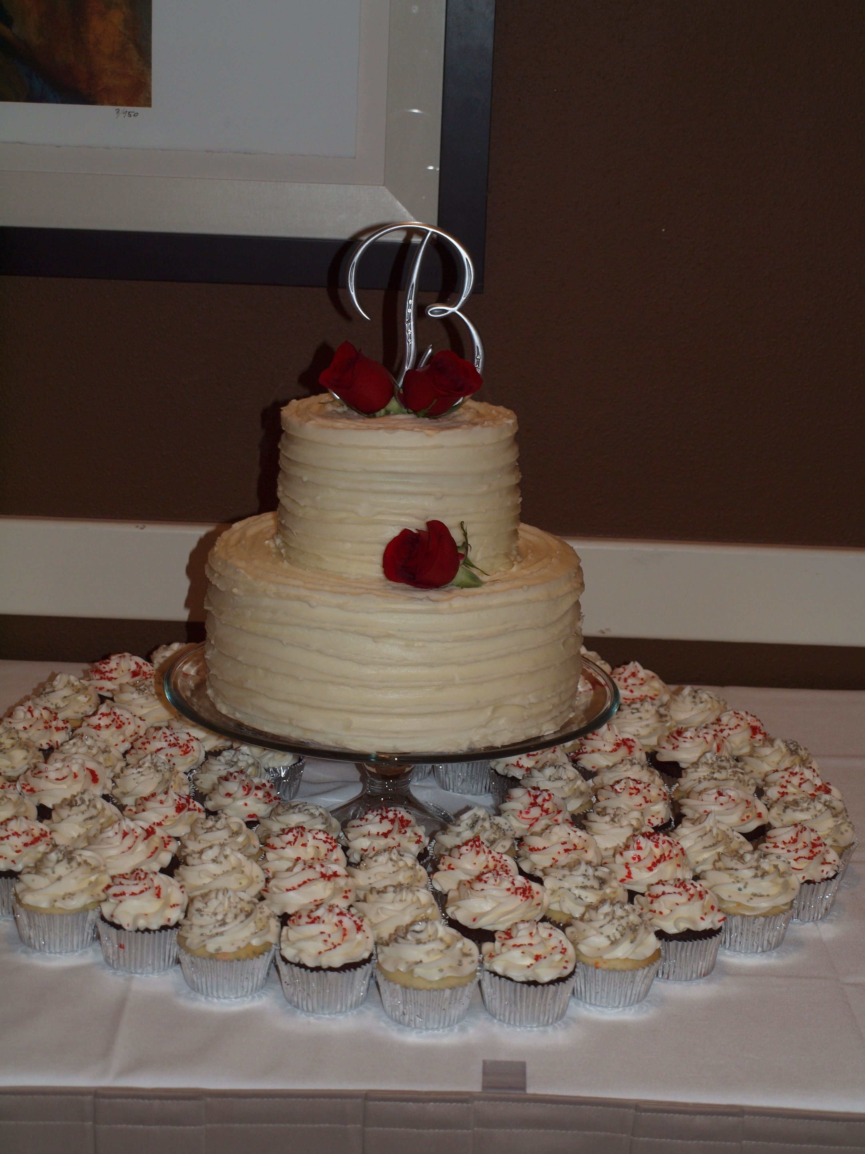my first wedding cake and cupcakes. Black Bedroom Furniture Sets. Home Design Ideas