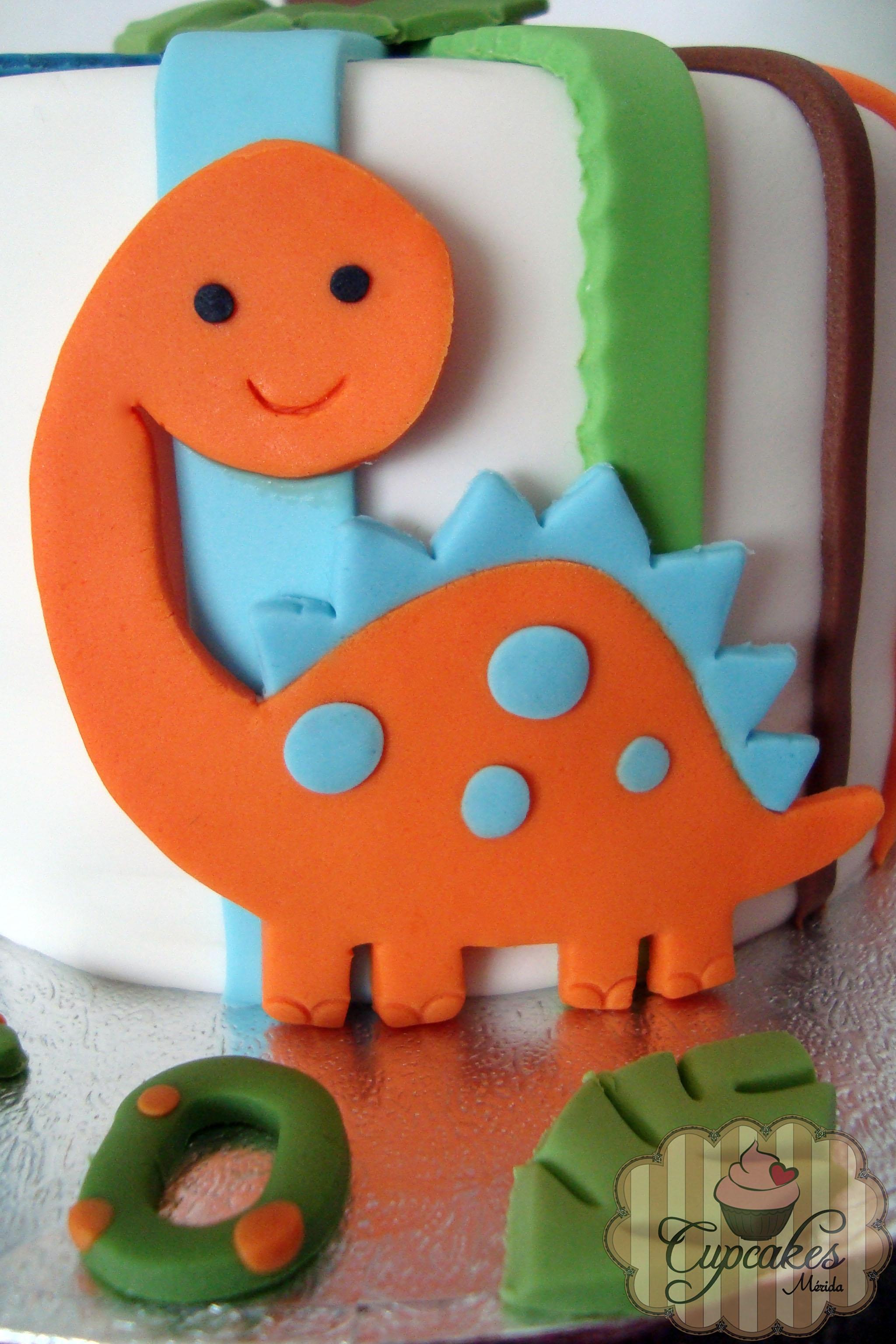 Baby Dinosaurs Fondant Cake Cakecentral Com