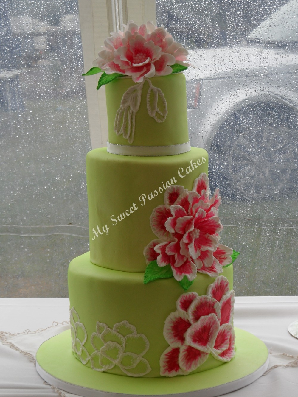 my first wedding cake all edible. Black Bedroom Furniture Sets. Home Design Ideas