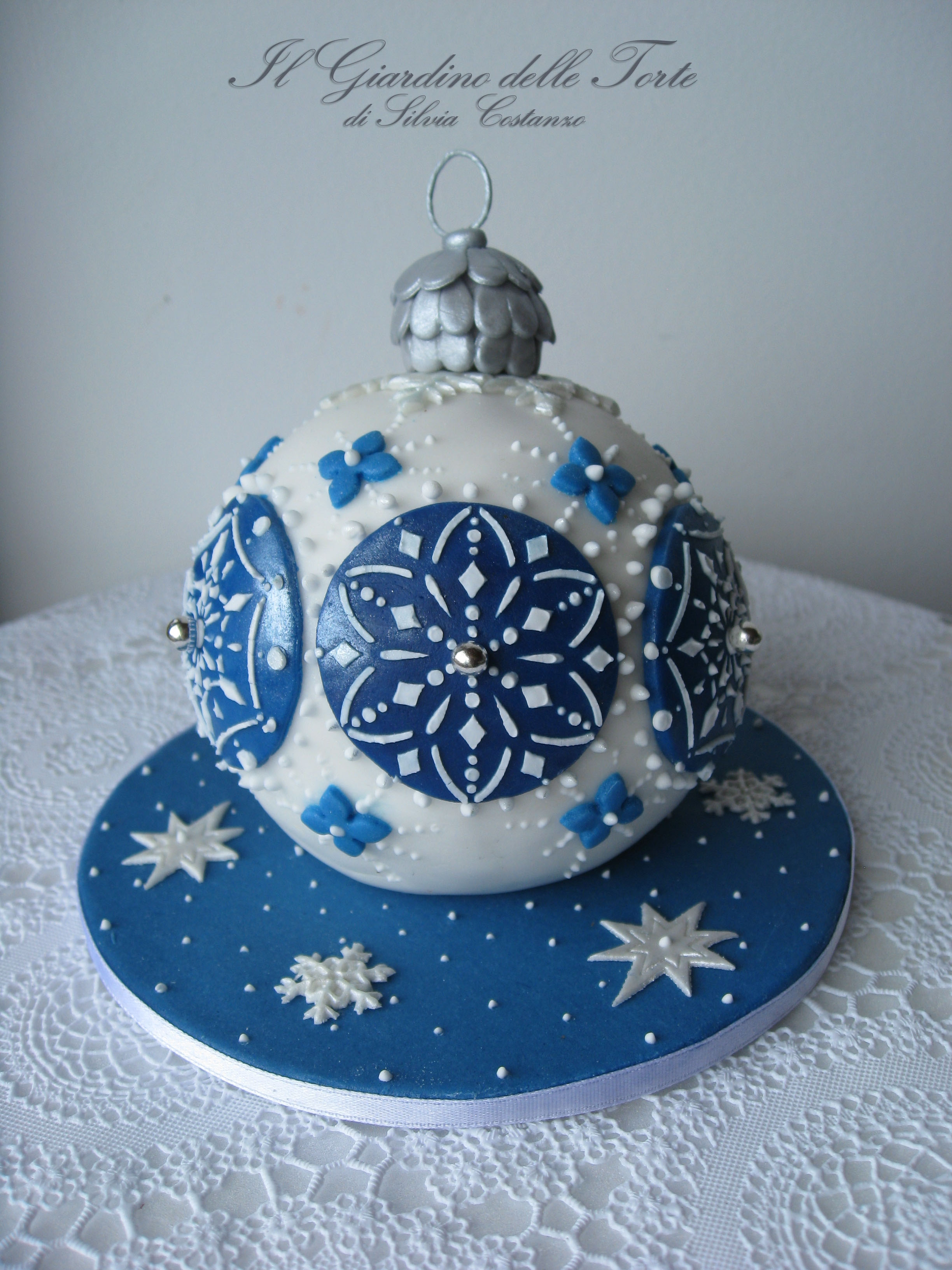 Christmas Bauble Cake Images : Christmas Bauble Cake - CakeCentral.com