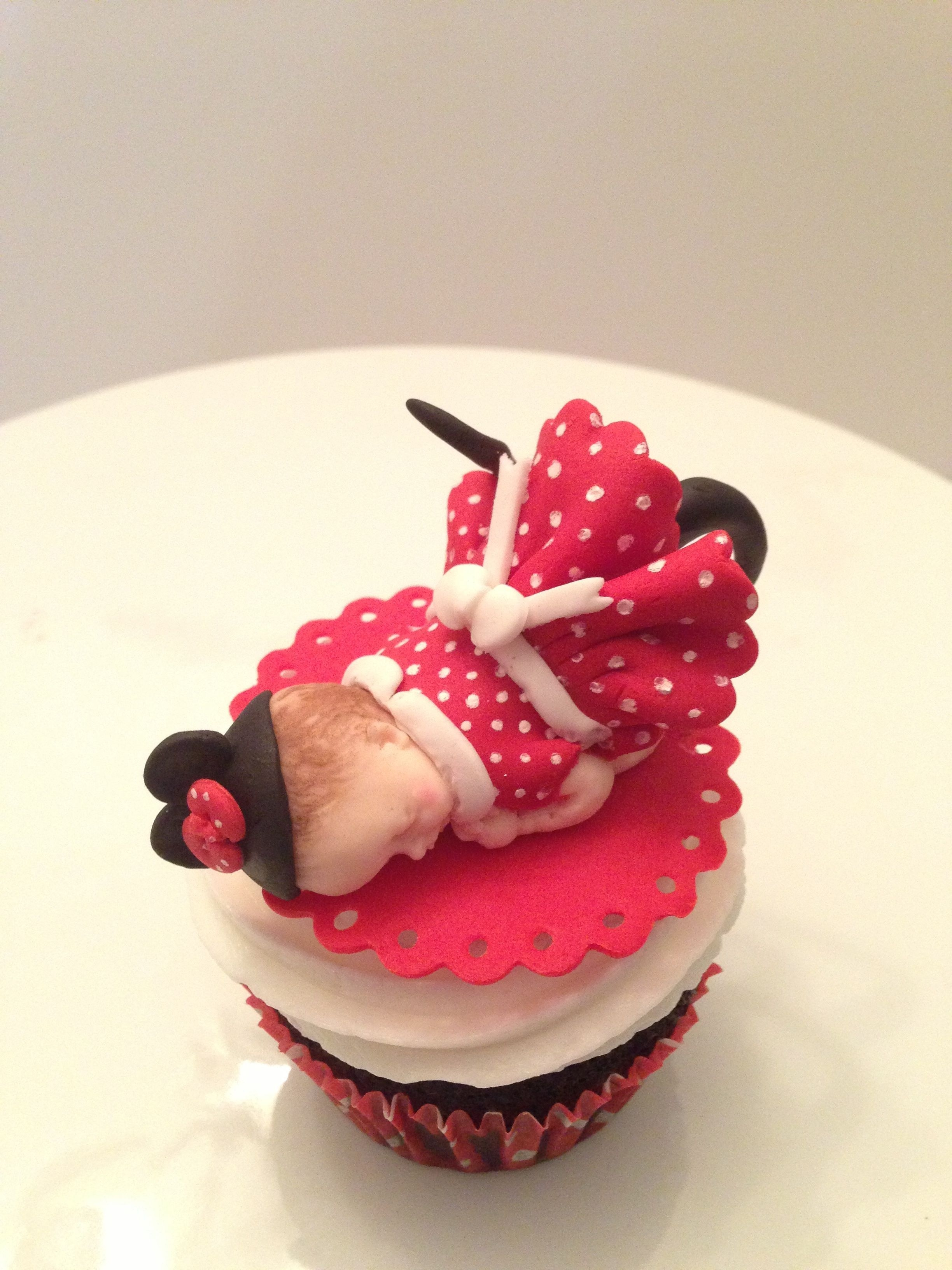 how to make a minnie mouse cake with cupcakes