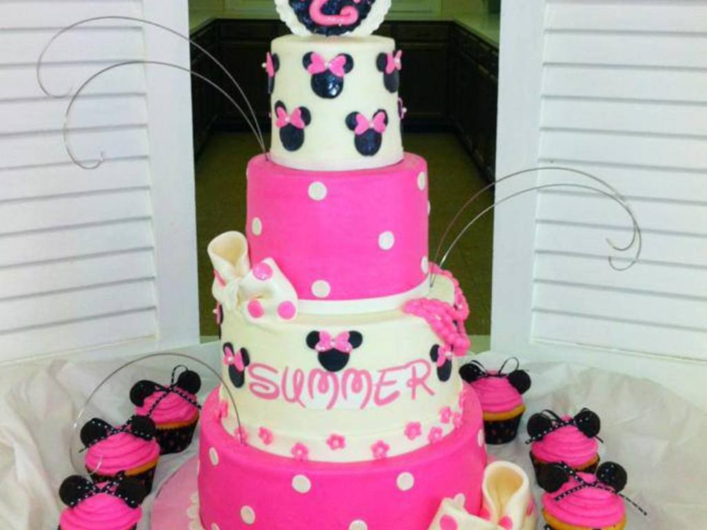 4 Tier Minnie Mouse Cake Sizes Are 468 And 10 Covered In Buttercream With Fondant Details