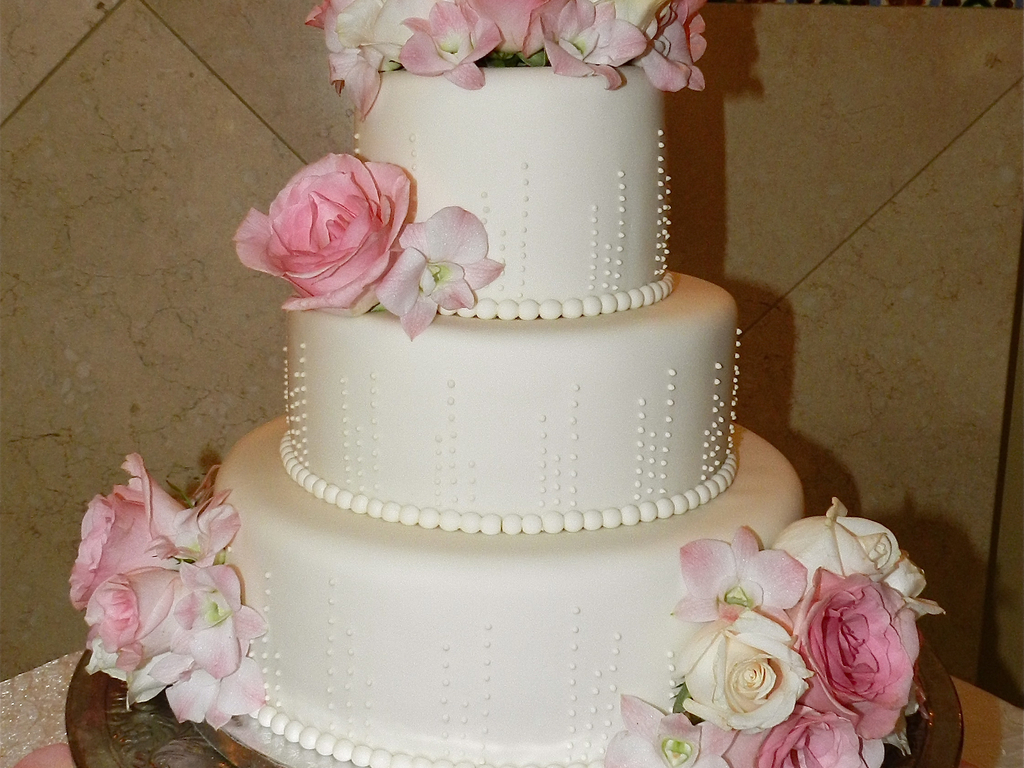 3 Tier Ivory Wedding Cake Piped Ivory Dots Fresh Flowers ...