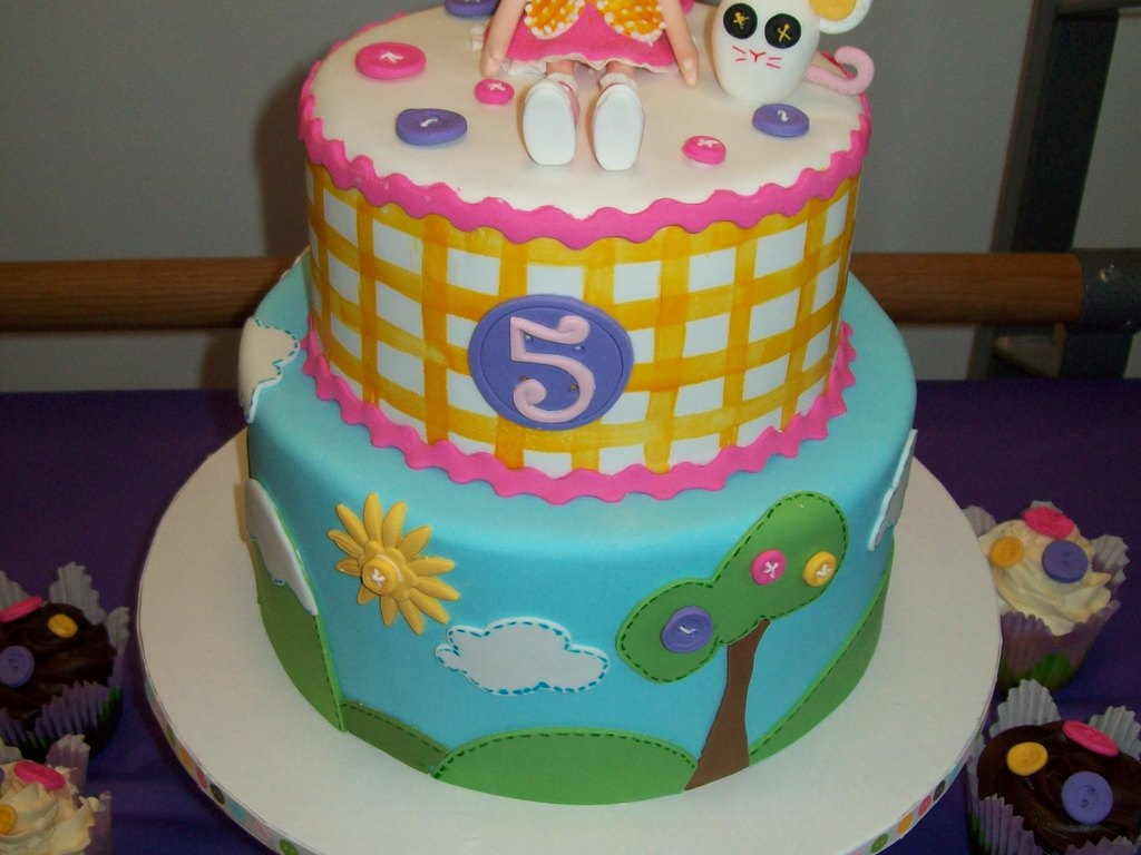 Lalaloopsy Cake And Cupcakes All Decorations Made In Fondant