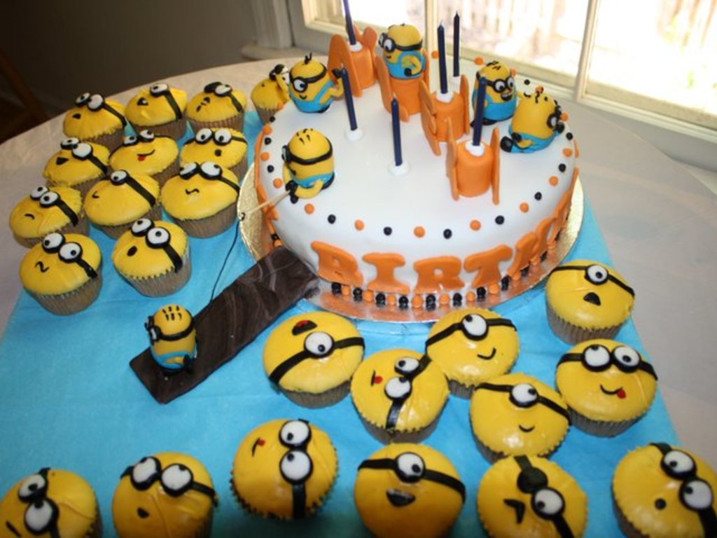 Astonishing Despicable Me Cake And Cupcakes Cakecentral Com Personalised Birthday Cards Paralily Jamesorg