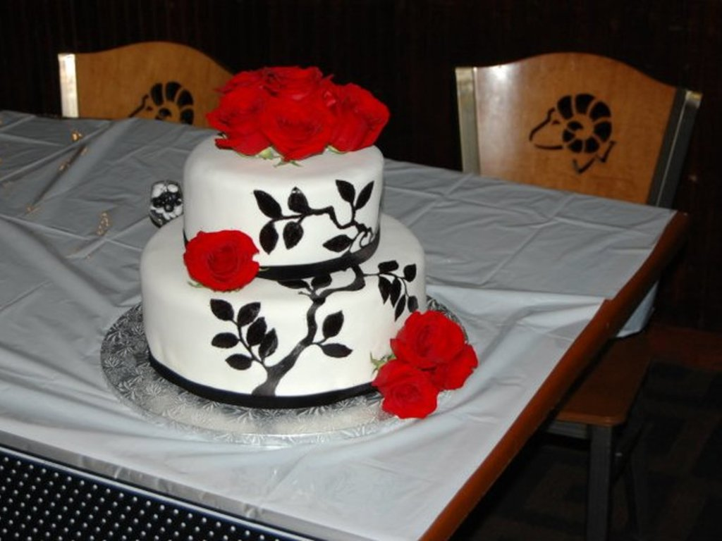 Wedding Cake With Painted Design And Red Roses Cakecentral Com