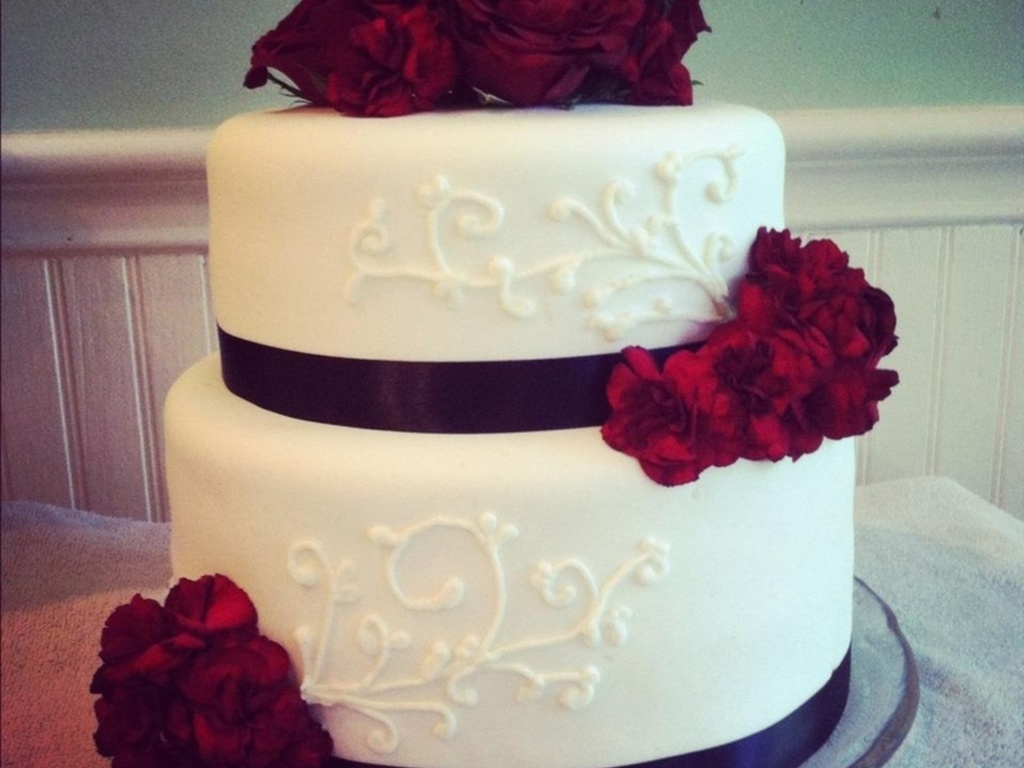 Red Roses And Carnations Wedding Cake Cakecentral Com