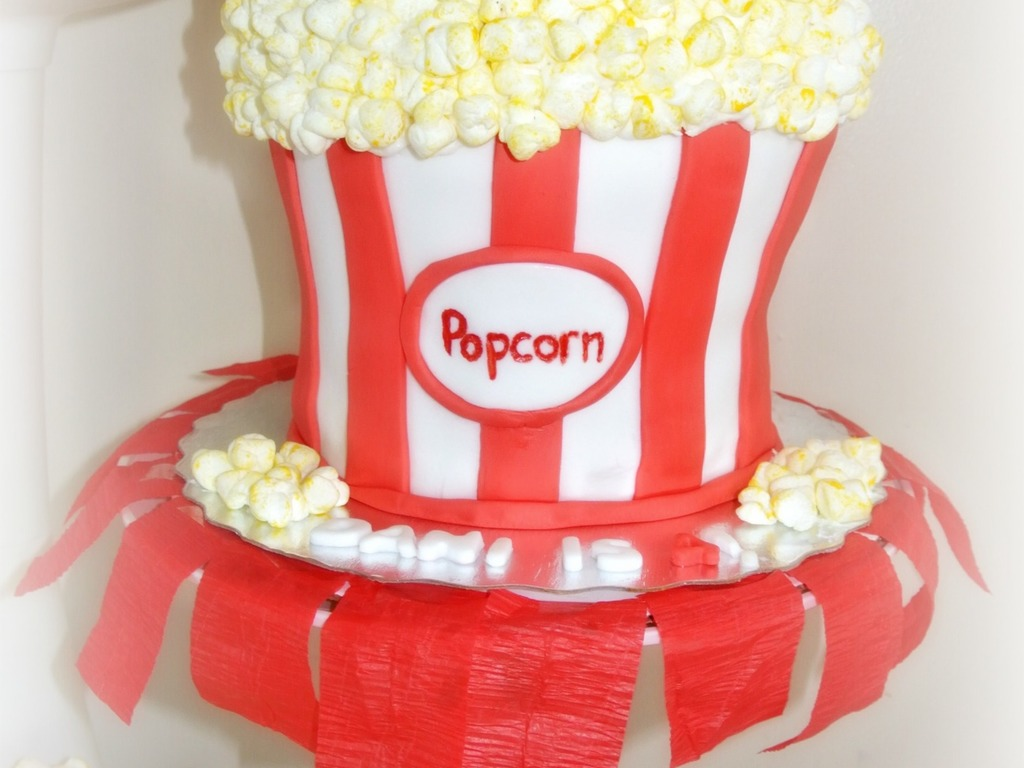 Popcorn Themed Cake And Cupcakes All Edible Fondant Marshmallows As Decorations