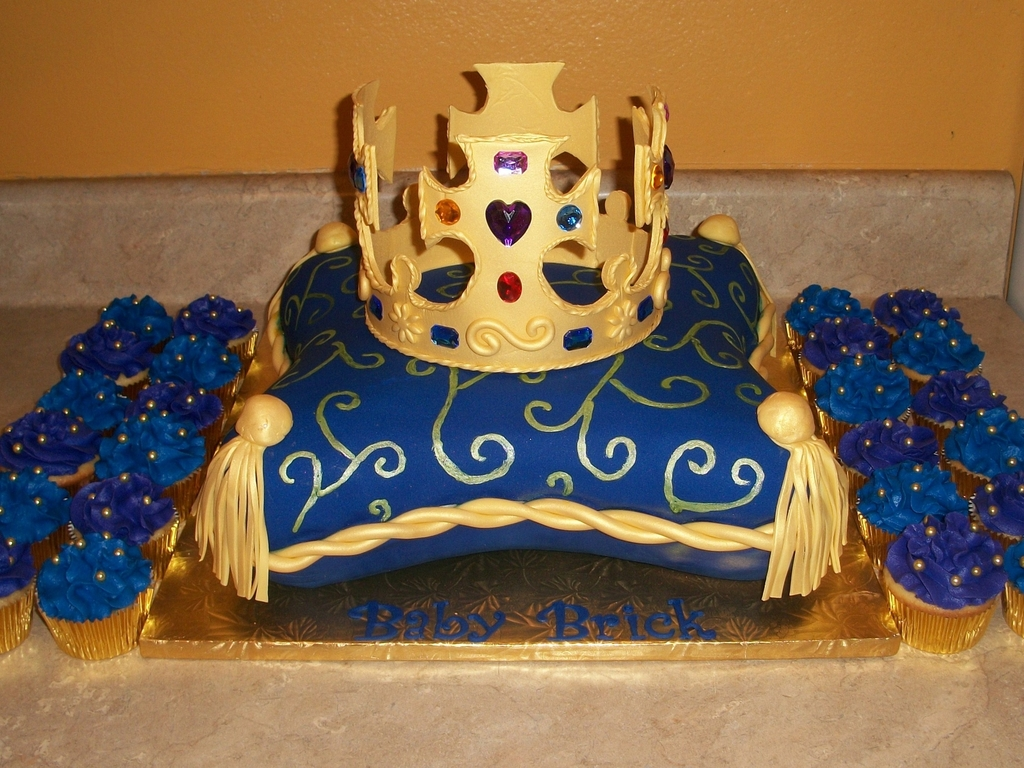 Pillow King Crown Cake CakeCentralcom