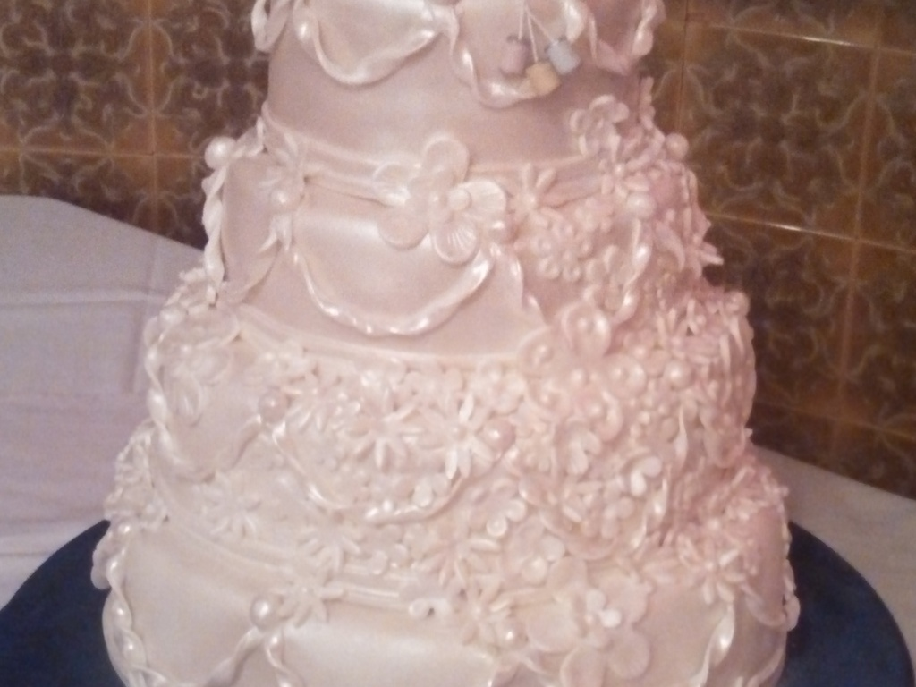 4 Tier Pearl White Wedding Cake With Precious Moments Toopper ...