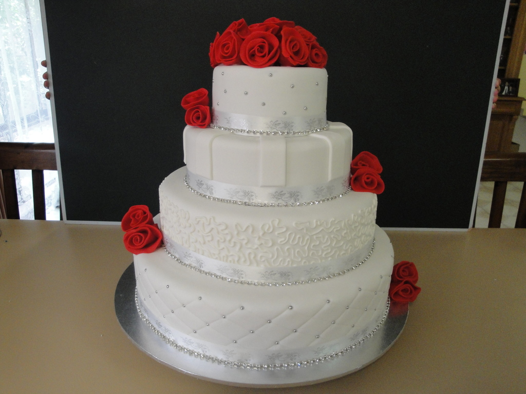Red white and silver wedding cake cakecentral junglespirit Image collections