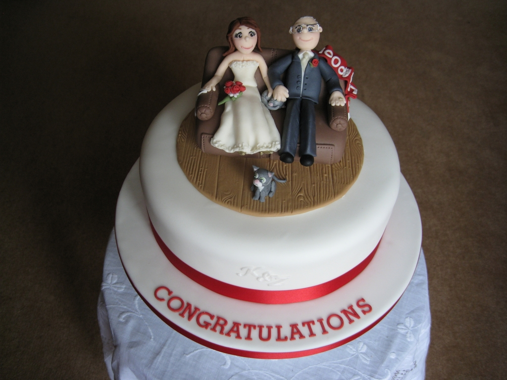 Bride Groom Sofa Wedding Cake CakeCentralcom