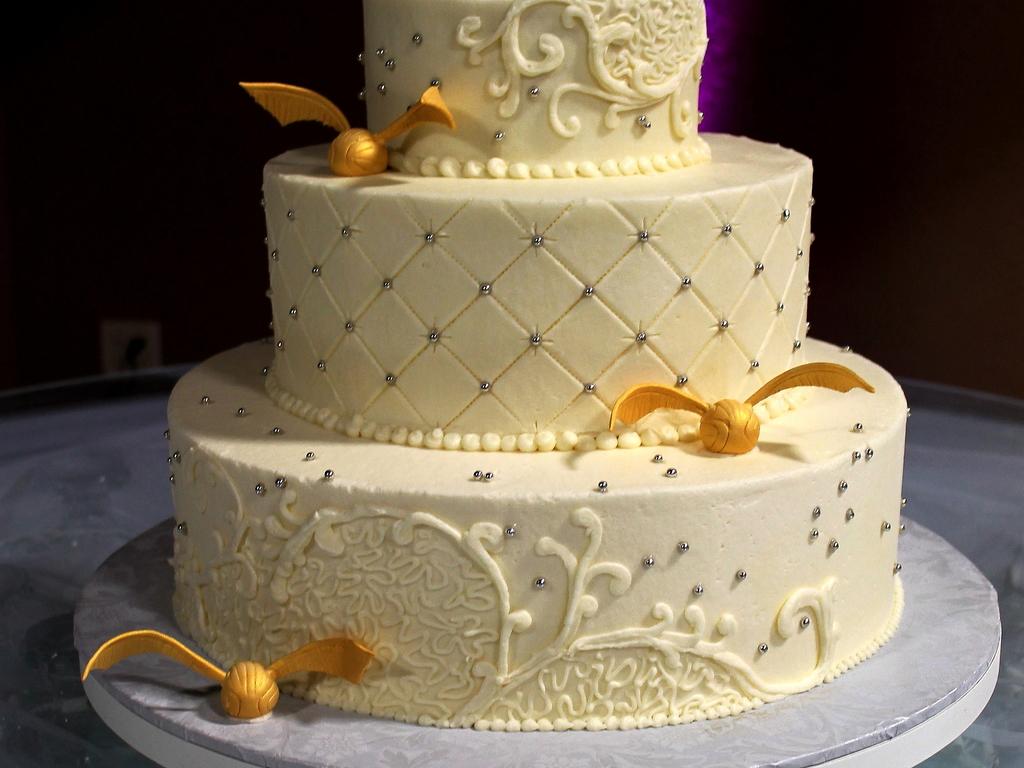 Harry Potter Cake Harry Potter Wedding Cake Gold Snitch Buttercream ...