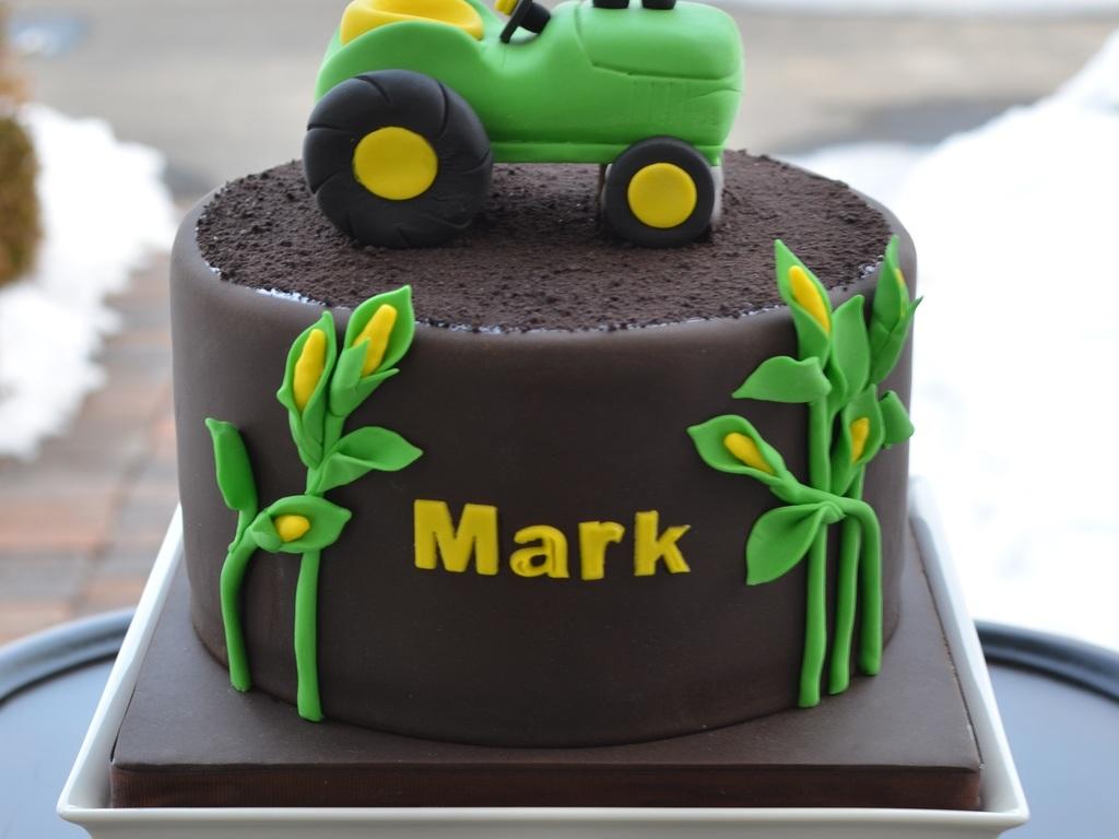 Surprising John Deere Tractor Birthday Cake Cakecentral Com Funny Birthday Cards Online Amentibdeldamsfinfo