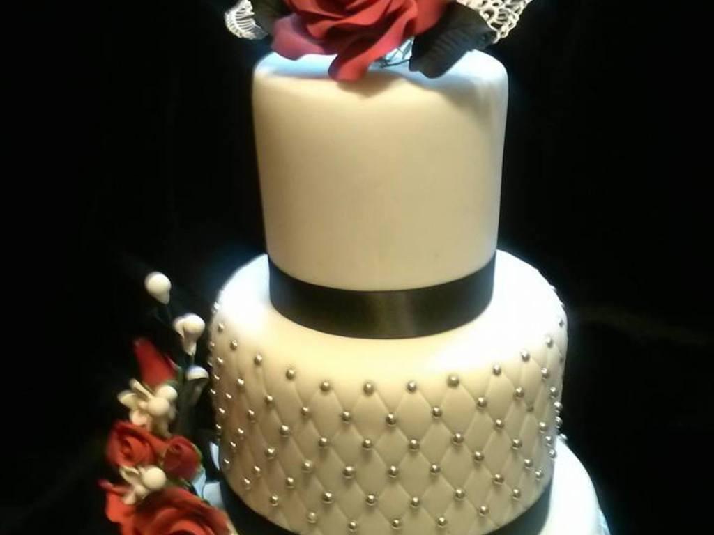 Red Roses Wedding Cake - CakeCentral.com