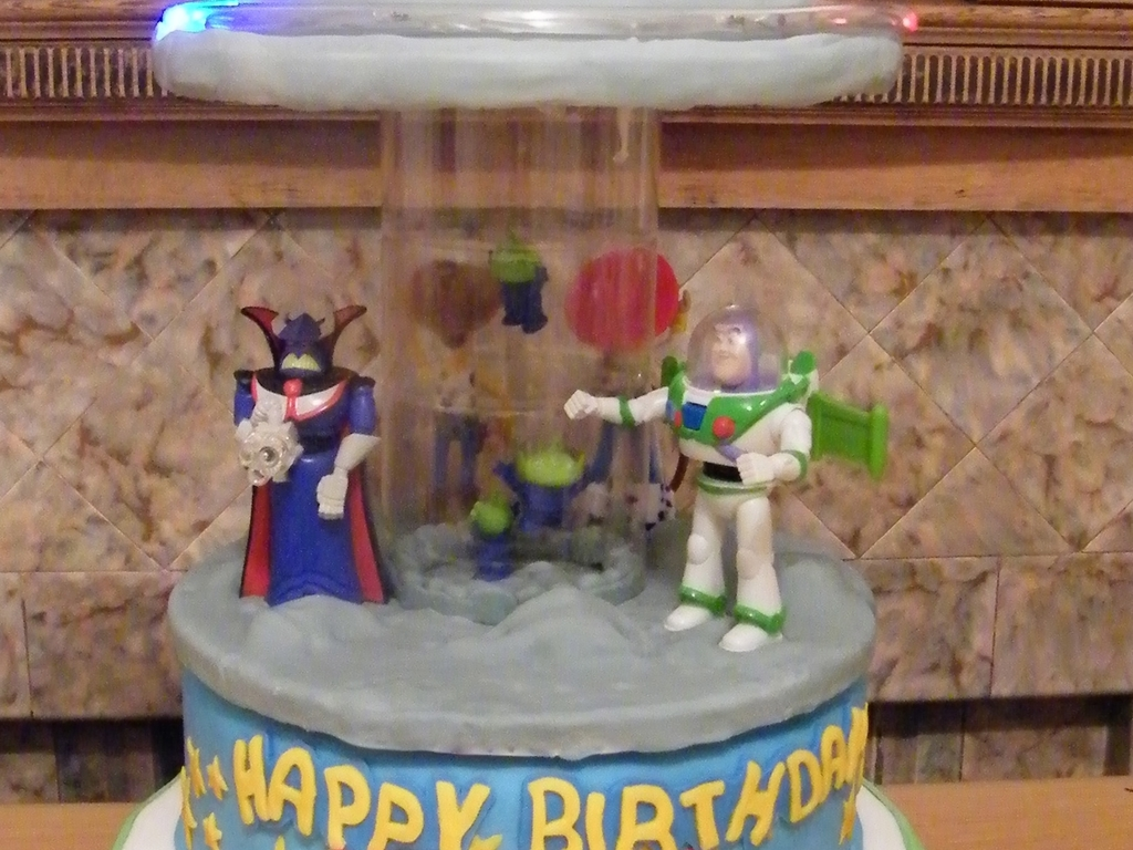Toy Story Alien Ufo Invasion Spinning Musical Carousel Birthday Cake