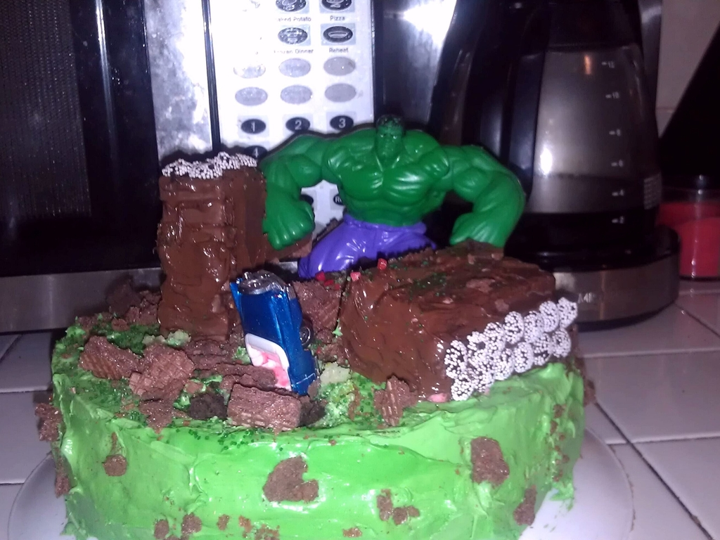 Astounding Incredible Hulk Smash Birthday Cake Cakecentral Com Personalised Birthday Cards Veneteletsinfo