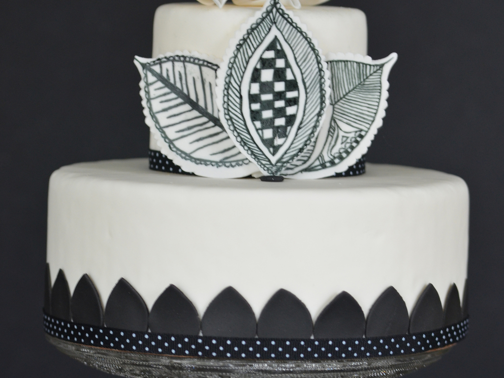 Mehndi Cake Download : Black and white cake with lotus mehndi design leaves