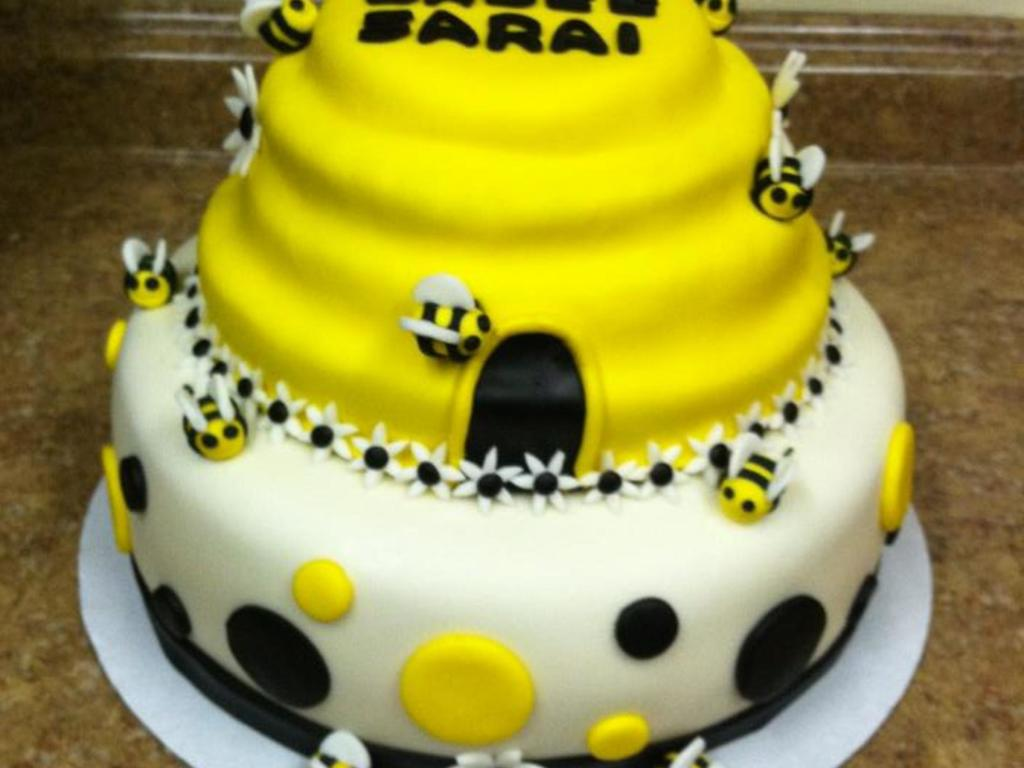 Yellow Black White Bumble Bee Baby Shower Cake Cakecentral Clubmodafo Images